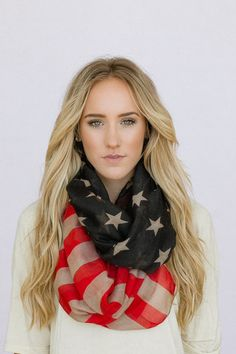 Vintage American Flag Infinity Scarf Patriotic July Scarves Red White & Blue Infinity Flag Scarf July Wear via Etsy Beauty And Fashion, Look Fashion, Passion For Fashion, Autumn Fashion, Womens Fashion, Fashion News, Fashion Models, Fashion Shoes, School Looks