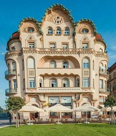 Neoclassical Architecture, Beautiful Architecture, Beautiful Castles, Beautiful Places, Places Around The World, Around The Worlds, Visit Romania, Amazing Buildings, The Beautiful Country