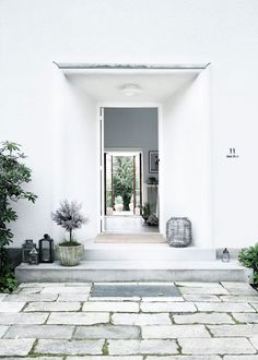 Ideas for house exterior scandinavian entrance Interior Exterior, Exterior Design, Interior Architecture, Exterior Shutters, Scandinavian Interior Design, Nordic Design, Modern Entryway, Entryway Ideas, Modern Wall