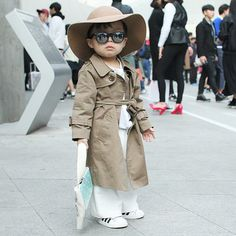 The snazziest Lilsnob at Seoul Fashion Week! That hat and those adidas Superstars are a great match. #Lilsnob #seoulfashionweek