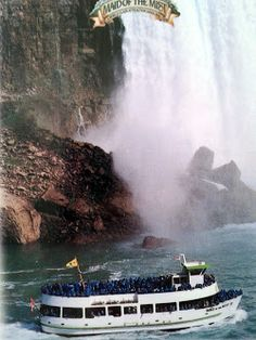 #NiagaraFalls , Maid of the Mist . awesome experience