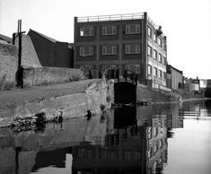 Roving bridge, Kingsland Basin, Regent's Canal, London