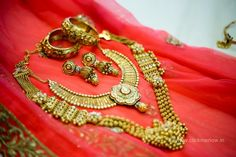 02-gold-bridal-jewellery