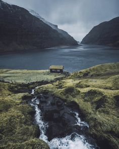 "Gefällt 8,042 Mal, 236 Kommentare - max muench | @germanroamers (@muenchmax) auf Instagram: ""Some people just know where to build houses. I'm on the way to Hawaii right now but although I've…"""