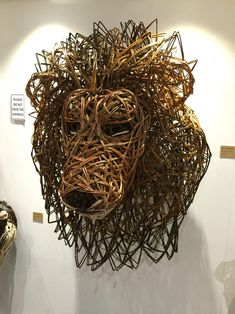 Dog Sculpture, Animal Sculptures, Willow Weaving, Basket Weaving, Natural Weave, Miniature Crafts, Animal Heads, Wire Art, Bird Feeders