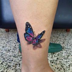 Butterfly tattoo - Tatoo Schmetterling - Tattoo World Butterfly Ankle Tattoos, Realistic Butterfly Tattoo, Colorful Butterfly Tattoo, Butterfly Tattoos For Women, Butterfly Tattoo Designs, Tattoos 3d, Mom Tattoos, Feather Tattoos, Body Art Tattoos