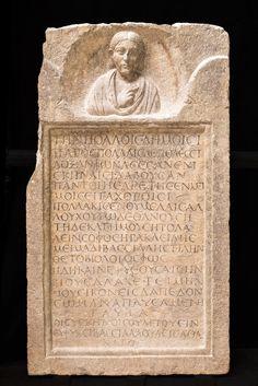 Stele della mima Bassillaù. Prima metà III secolo d.C. (tardo severiana) Calcare, 94 x 54,5 x 14 cm Museo Archeologico Nazionale di Aquileia © Gianluca Baronchelli
