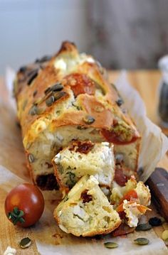 Simple but delicious flavours, this Feta And Tomato Loaf Recipe is a great addition to any picnic or side dish at a dinner party.Feta and tomato loaf with a couple of chunks pulled cut off the loaf*************************************************KFCK Cake Tomate Feta, Cake Feta, Loaf Recipes, Vegetarian Recipes, Cooking Recipes, Healthy Recipes, Chives Recipes, Snacks Recipes, Tapas