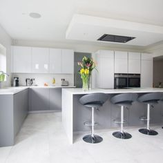 Grey Kitchens: 10 Stunning Ideas that Suit your Kitchen - 30 Best Grey Kitchen Ideas For A Cool, Chic Space – Keep Decor - Modern Grey Kitchen, Grey Kitchen Designs, Luxury Kitchen Design, Kitchen Room Design, Grey Kitchens, Kitchen Layout, Interior Design Kitchen, Kitchen Ideas, Kitchen Decor