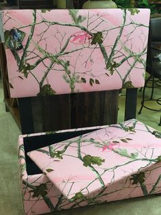 Twin girlu0027s camo headboard with matching toy chest to go at foot of bed : his and hers recliners - islam-shia.org