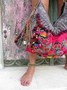 wildbindi:  Pom Pom Banjara Bag