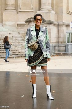 News Photo : Tamu McPherson wearing Chanel outfit outside. Chanel Outfit, Paris Fashion, Style Icons, The Outsiders, Sequin Skirt, Women Wear, Spring Summer, Punk, Street Style