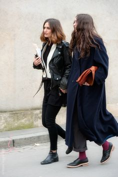 Street style - Wallpaper* fashion director Isabelle Kountoure on her way to a fashion show wearing a long wool coat and tailored trousers. Fashion Week, Look Fashion, Womens Fashion, Net Fashion, Fashion Hacks, Fashion Tips, Mode Style, Style Me, Socks Outfit