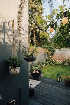Dark wooden decking, garden furniture and decor inspiration to help you to make your outside living space an extension of your home. Cottage Garden Plants, Garden Spaces, Small Patio Spaces, Garden Living, Small Gardens, Outdoor Gardens, Small Courtyard Gardens, Minimalist Garden, Diy Garden Furniture