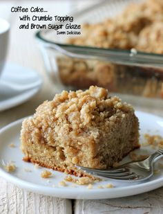 Look at that mega crumble topping! Can coffee cake get any better? Coffee Cake with Crumble Topping and Brown Sugar Glaze from Damn Delicious Köstliche Desserts, Delicious Desserts, Yummy Food, Easter Desserts, Easter Food, Holiday Desserts, Cake Recipes, Dessert Recipes, Crumble Topping