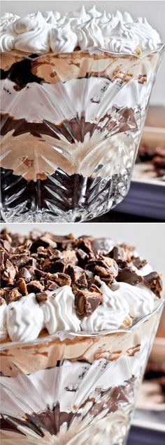 Chocolate Fudge Peanut Butter Trifle by @howsweeteats I howsweeteats.com