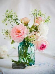 Beautiful and simple~fresh flowers in the house are an everyday must have.