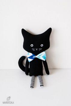 Przytulanka pluszowa kot Morska Panna Kotta Sewing Art, Sewing Toys, Sewing Crafts, Doll Patterns, Sewing Patterns, Monster Dolls, Cat Doll, Cat Crafts, Gifts For Pet Lovers