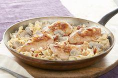 Une seule casserole et une préparation rapide: voilà une solution gagnante! Essayez sans tarder cette recette qui contient, outre du poulet, du bacon et des champignons, une sauce crémeuse aux herbes et à l'ail.