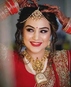 wedding makeup indian Get the best wedding day look ! Minimal makeup and jewellery! This bride is giving us some major goals as to how to nail the wedding day ! Do book Hair and Makeup artists with BookEventZ! Bridal Makeup Images, Best Bridal Makeup, Bridal Makeup Looks, Bride Makeup, Bridal Beauty, Bridal Poses, Bridal Photoshoot, Bridal Portraits, Indian Wedding Couple Photography