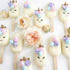#Unicornios ❤ Paletas de Unicornios Con Chocolate Blanco.. Quieres Hacer Unas Así Te dejo Un Enlace :) Youtube: Musas Paletas de Unicornios Disfruten Mandemen Como les Salio :)