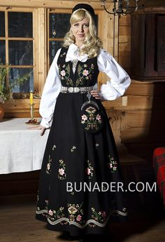 BunaderOslo Bunader Oslo Beltestakk Damebunader Norwegian Clothing, Frozen Costume, Folk Costume, 50s Dresses, Traditional Outfits, Norway, Oslo, Costume Ideas, Shopping