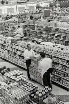 """1963. """"George Jenkins, founder of the Publix supermarket chain, at store in Lakeland, Florida."""" 35mm negative by Marvin Newman for the Look magazine assignment """"George Pleasures Them With Groceries."""""""