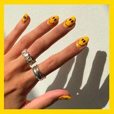 Súmate a la tendencia  La entrada 10 diseños de smile faces en uñas que te alegrarán el día se publicó primero en Mujer de 10: Guía real para la mujer actual. Entérate ya.. Nail Design Stiletto, Nail Design Glitter, Funky Nails, Trendy Nails, Hair And Nails, My Nails, Colorful Nail, Fire Nails, Minimalist Nails