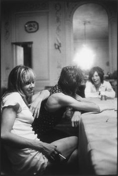 Anita Pallenberg, Keith Richards and Mick Jagger by Dominique Tarlé - Villa Nellcôte (France) - Recording Exile 1971 Keith Richards, Mick Jagger, Anita Pallenberg, The Rolling Stones, Exile On Main St, El Rock And Roll, Photo Star, It's All Happening, Ronnie Wood
