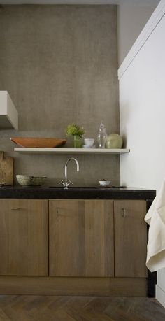 liking the look of a dark counter wrapping around lighter cabinets. mental note for my upcoming, theoretical kitchen remodel