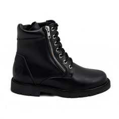 Urban boots ideal for daily use. Produced with ecological and waterproof microfiber.