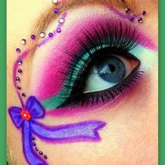 Using crystals takes this awesome eye make-up to a whole new level! Makeup Geek, Makeup Art, Beauty Makeup, Face Makeup, Exotic Makeup, Pony Makeup, Pretty Eyes, Cool Eyes, Beautiful Eyes
