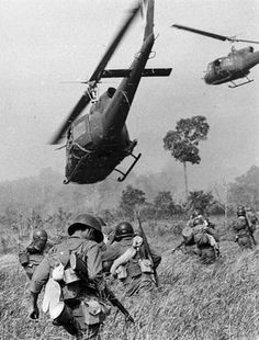 35 years after the fall: The Vietnam War in pictures - US Army helicopters fire into a tree line to cover the South Vietnamese ground troops in March 1965 - Vietnam History, Vietnam War Photos, History Online, Women's History, Ancient History, My Champion, North Vietnam, War Photography, Indochine