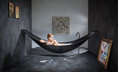 I'll take one in white or pink, thank you :-) Hammock Bathtub: Another Amenities for Relaxing Bathroom Design : Cool Modern Bathtub Design That Suspended From The Walls Ideas Hammock Bathtub, Room Hammock, Modern Bathtub, Modern Bathroom, Funky Bathroom, Black Bathtub, Deep Bathtub, Luxury Bathtub, Bathroom Black