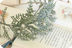 Winter Frost Ceder Leaf and Vintage Pearl Floral por foxinebemine
