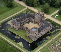 """""""O X B U R G H H A L L Built in 1482 for Sir Edmund Bedingfeld, this beautiful home has remained in the family ever si… – architecture Beautiful Castles, Beautiful Buildings, Beautiful Homes, Beautiful Places, English Manor Houses, English Castles, Aerial Images, Castle House, Kirchen"""