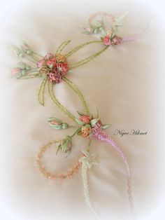 Wonderful Ribbon Embroidery Flowers by Hand Ideas. Enchanting Ribbon Embroidery Flowers by Hand Ideas. Simple Embroidery, Learn Embroidery, Silk Ribbon Embroidery, Hand Embroidery Patterns, Embroidery Stitches, Embroidery Designs, Diy Ribbon Flowers, Ribbon Art, Fabric Flowers