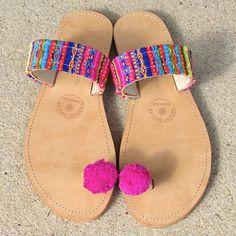 Last Pair size 39 / US 8 ********Handmade Greek Leather Sandals, Boho Style Toe Loop with friendship bracelets and pom poms - FRIENDSHIP Fashion Flats, Boho Fashion, Bead Embroidery Tutorial, Pom Pom Sandals, Funky Shoes, Leather Gladiator Sandals, Greek Sandals, Me Too Shoes, Creations