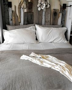 "picaparticularis: "" DIY Driftwood Headboard """