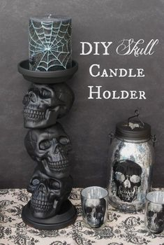 DIY Skull Candle Holder: With a little spray paint and a hot glue gun, you can turn plastic skulls and two terracotta saucers into a candle holder that screams Halloween. Click through to find more cheap and easy ideas for DIY Halloween decorations. Adornos Halloween, Manualidades Halloween, Diy Y Manualidades, Scream Halloween, Casa Halloween, Halloween Crafts, Halloween Skull, Halloween Party, Diy Creepy Halloween Decorations
