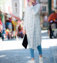 Perfect for college for summers casual hijab outfit, ootd hijab, hijab chic Hijab Fashion Summer, Modern Hijab Fashion, Hijab Fashion Inspiration, Muslim Fashion, Look Fashion, Modest Fashion, Fashion Styles, Street Fashion, Fashion Ideas