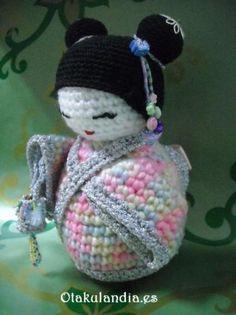 Kokeshi bella primavera en crochet