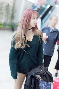 CRAYON POP - Ellin #엘린 (Kim MinYoung #김민영) airport commute at M!Countdown in Jeju  161027 #크레용팝 #엠카운트다운 in 제주 김포공항 직찍 by 날따라햌