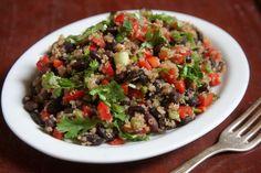 Proteina vegetal: muito além da soja / Salada de quinoa e feijão preto com vinagrete de laranja