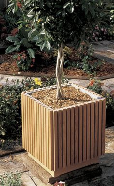 Slat-sided planter Woodworking Plan from WOOD Magazine Diy Wooden Planters, Tree Planters, Modern Planters, Outdoor Planters, Garden Planters, Wooden Garden, Planter Box Plans, Wood Planter Box, Woodworking Blueprints