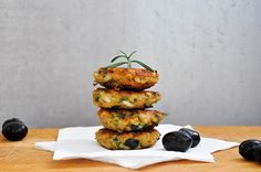 This is a delicious vegetarian recipe for lentil patties with olives and herbs. It's very easy to make and it will impress even your non-veg friends!