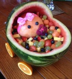 Baby shower, fruit carriage, fruit salad, it's a girl, fruit art Luau Baby Showers, Baby Shower Parties, Baby Shower Themes, Baby Shower Decorations, Shower Ideas, Shower Bebe, Baby Shower Fall, Baby Boy Shower, Baby Shower Gifts