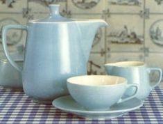 Kultobjekt: Melitta Minden Kanne wurde schon seit 1953 bei Friesland Porzellan hergestellt und ist immer noch unverändert erhältlich Coffee Set, Coffee Time, Coffee Cups, Minden, Mid Century Design, Tea Pots, Michaela, Kitchen Stuff, Creative