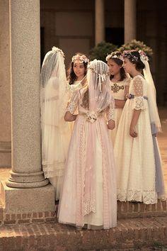 LA ITALIA DE MON AIR | Compritas para los Peques Communion Solennelle, First Communion Veils, First Holy Communion, Girls First Communion Dresses, Holy Communion Dresses, Baptism Dress, Little Girl Dresses, Girls Dresses, Flower Girl Dresses