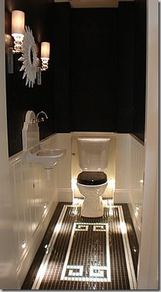 Fun bath idea. Love the lighting. Would really be fun if I did make a theater room. Feels very old timey Hollywood.